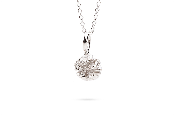 Flower necklace – light silver