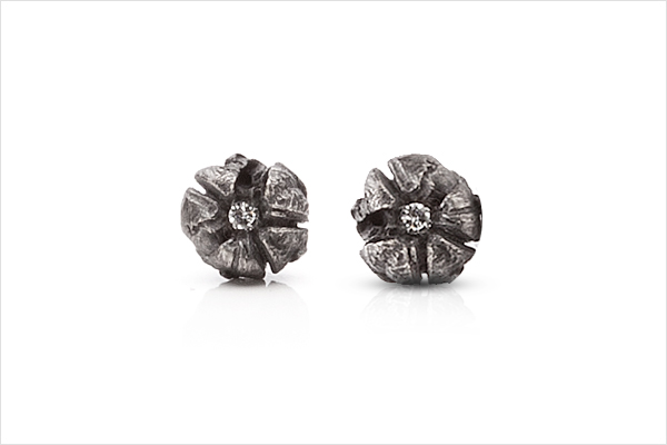 Flower earrings – oxidized silver and diamonds
