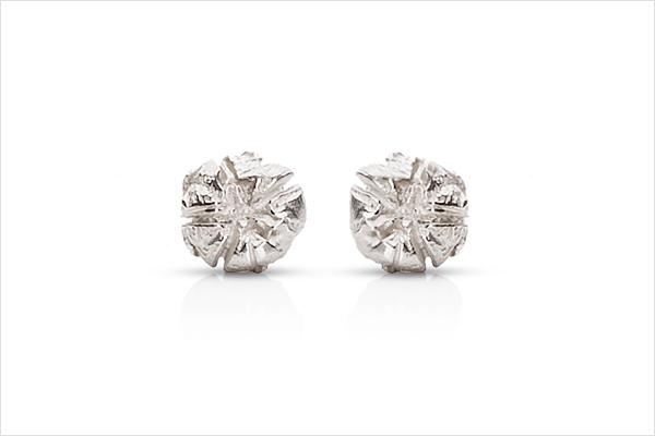 Flower earrings – light silver