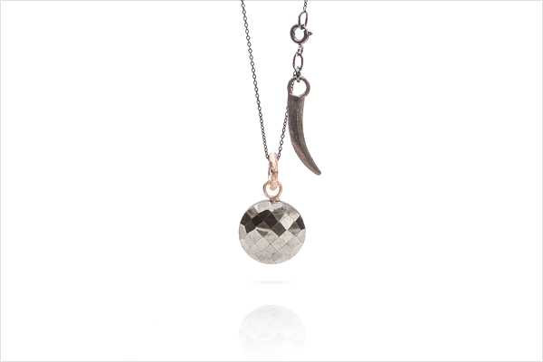 Shooting star – red gold, oxidized silver and pyrit